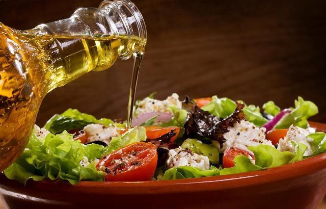 в салат оливковое масло