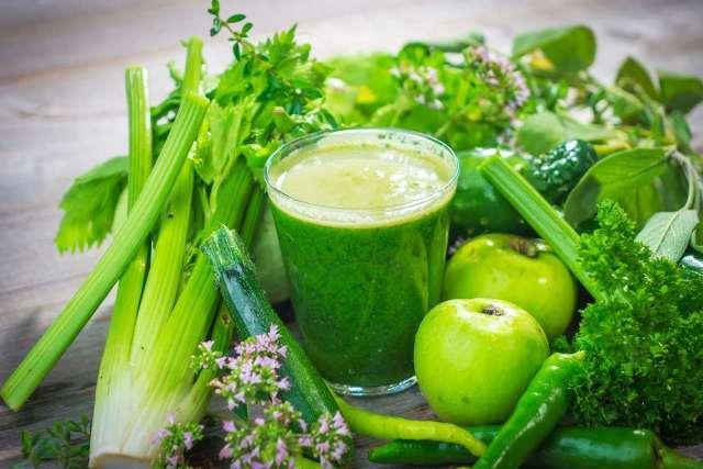смузи с зеленым яблоком и сельдереем для похудения и очищения организма