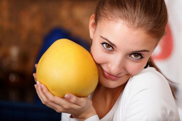 Фрукт помело: полезные свойства и вред для женщин