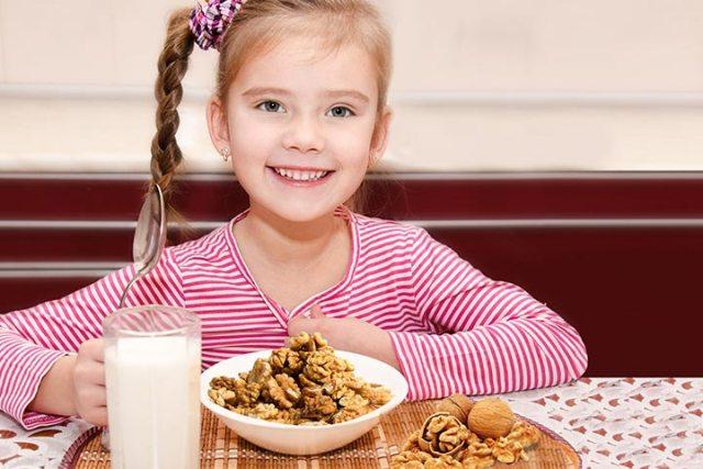 Грецкий орех для детей
