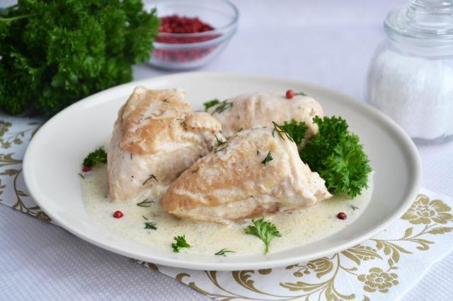 Диетические блюда из куриной грудки. Куриная грудка в сметанном соусе