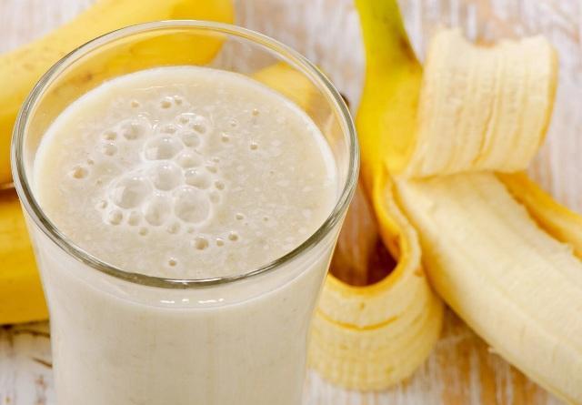 приготовить коктейль из бананов