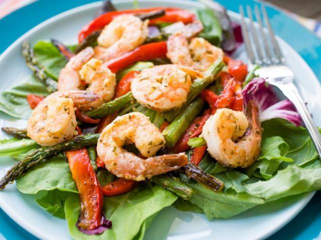 Постные блюда на новый год: салат с креветками