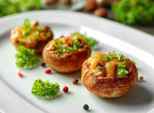Постные блюда на новый год: фаршированные шампиньоны