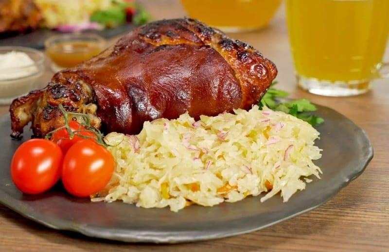 Как приготовить свиную рульку по-баварски в пиве