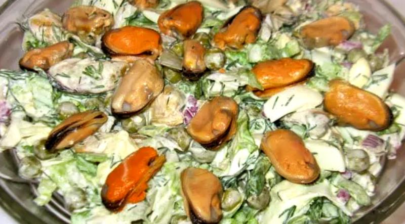 салат из мидий огурца яиц