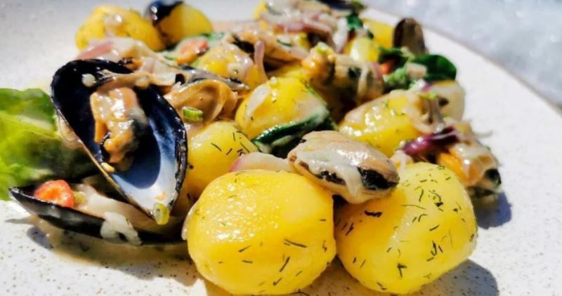 салат из мидий с картофелем и белым вином